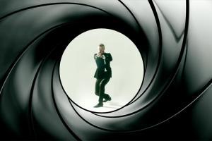 碧咸惡鬥James Corden 小學雞互摑爭做007