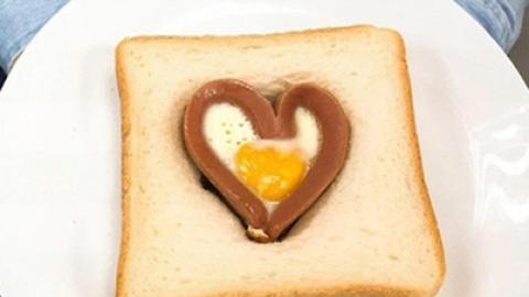 情人節甜蜜早餐!簡單易整香腸流心蛋愛心多士