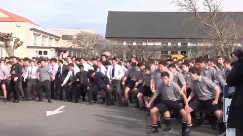 《狂野時速8》都有跳!過百學生跳哈卡舞 霸氣送別老師