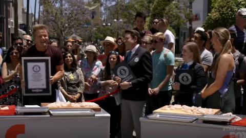Gordon Ramsay破健力士「最快切魚」紀錄!網友讚真正廚神