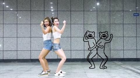拉閨蜜一齊跳!台灣美女捷運地下街瘋狂跳熊頭人身貼圖舞