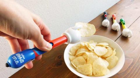 日本卡樂B新推出升級版懶人薯片神器 食住薯片玩手機都唔怕整污糟手!