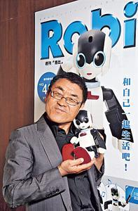 DeAgostini代表取締役社長大谷秀之指,日本有售多款Robi周邊產品,包括Robi專用的小屋、扇子、玩具,更多新產品將陸續推出。若《洛比》周刊在香港的銷情甚佳,亦會考慮推出相關產品。
