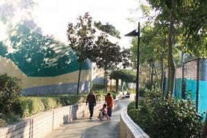 康寧道公園(一期)以運動設施為主,有一條指引極佳的緩跑徑。(陸嘉鈴攝)