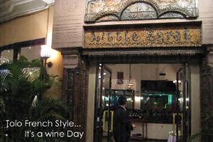 底層是西餐廳,品嚐歐陸美食,一瓶一瓶的酒樽,傳來酒香。