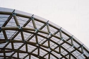坂茂今趟設計的紙筒闊深各 30 米。