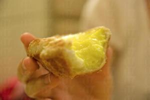 咬開蛋撻,充實的蛋漿相當足料,香濃蛋味可想而知。