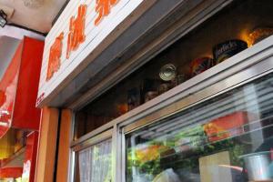嘉樂冰廳外的人龍年中無休,平均要等上十多分鐘。