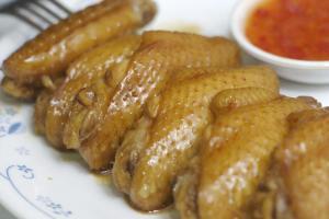 豉油王雞翼( $23 )是另一招牌菜式,即叫即製熱辣上枱。
