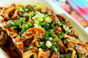 雲南菜以香辣見稱,這個涼拌香辣肚絲相當醒胃。