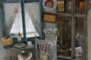 法式麵包店與飾櫃都帶有濃厚的浪漫色彩。