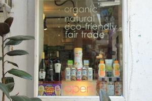 位於南丫島的 Just Green 支持環保生活、公平貿易及崇尚有機概念。