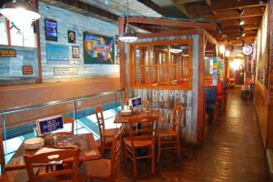 Bubba Gump 店內裝潢充滿六七十年代特色,猶如走入美國小鎮開大餐。