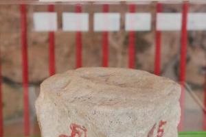 相傳摸過「龍骨」會帶來好運,屯門的傳統習俗「摸龍骨」亦是由此而來。