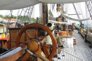 船長掌舵的舵輪,絕不是道具或裝飾。