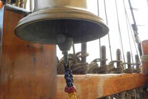 用作提醒船員換更的船鐘,船鐘響的次數代表不同的更份。