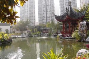 這景仿如一幅中國畫,最美景色非「憑欄觀湖」莫屬。