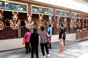 門廊加設了「廿四孝」和「三十六計」陶雕板畫