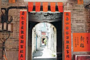 積存圍圍門建於明朝萬曆二年,乃二級歷史建築物。