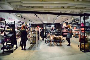 全店裝潢簡約,產品全是英國年輕設計師設計。