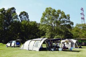 合法地駕車直達營地,便可將五星級的家搬到戶外。