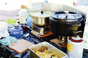 Car camping 的好處,是戶外煮食都可以出動到「重型」廚具 staub 煲!