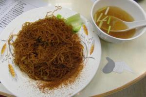 建議不要加湯拌麵吃,口渴才喝一口湯,嚐真蝦子鮮味。