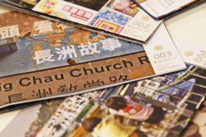 輕量出版手摺刊物,每月不同主題, 呈現小島故事,連接小島人回憶