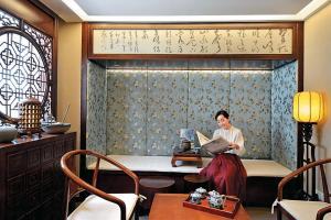 房間特別提供中式茶具,閒時茗茶忘憂,讀好書。