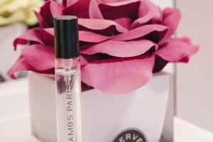 外型浪漫而且氣味舒服的 Herve Gambs 家居香水是店中最受歡迎的產品。