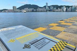 機場跑道末端,保留了引領機師降落的黃黑相間記號