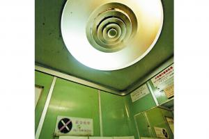 電梯內的鏡子完全是added value,可讓各位離家或探訪前,爭取最後一秒整理儀容。
