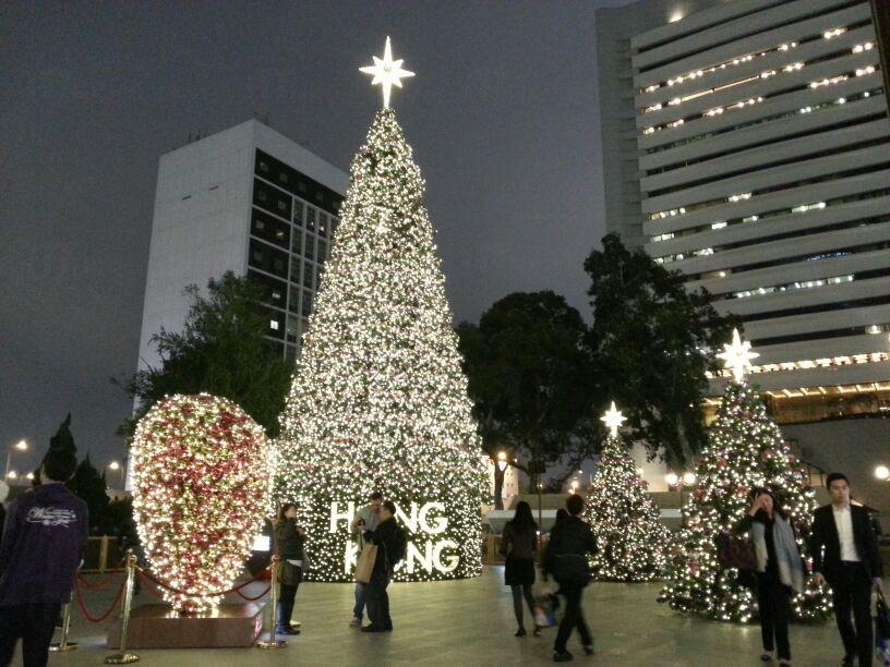 情侶必到 皇后像廣場愛情鎖聖誕樹