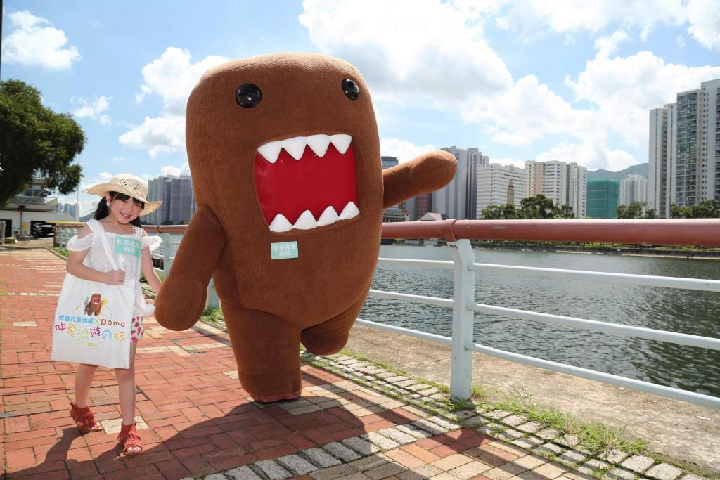 Domo香港抱抱會  3米巨型Domo坐落屯門