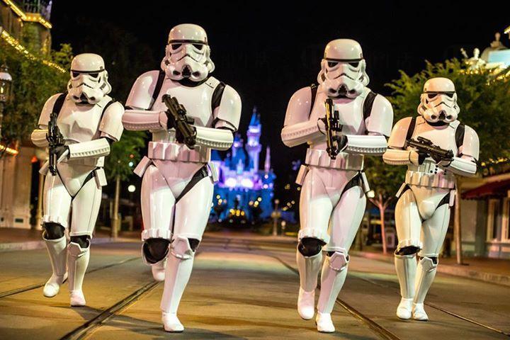 《星球大戰》粉絲巡遊到香港 百人部隊列陣