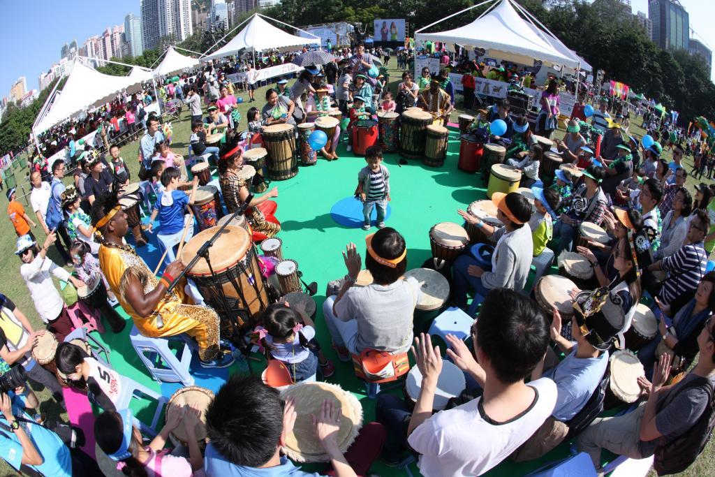 渣打藝趣嘉年華2015 巨型木偶銅鑼灣巡遊
