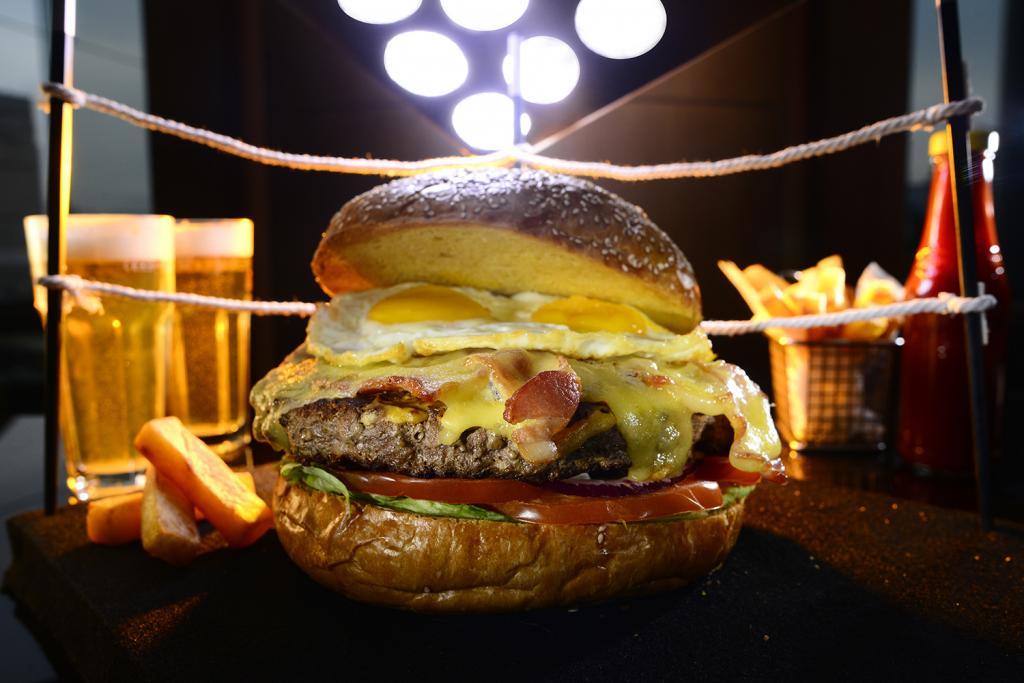 大胃王挑戰!香港萬麗海景酒店勁食漢堡大賽
