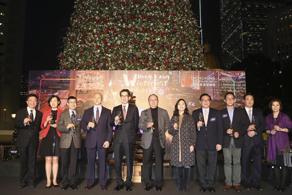 15米聖誕樹下放閃!皇后像廣場聖誕樹亮燈