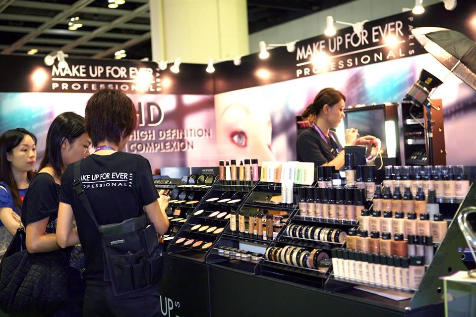 香港美容化妝及秀身展2017 $20跟林德信學瑜伽