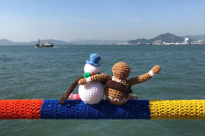 【聖誕好去處2019】手織欄杆裝飾現身西環海傍 毛冷小雪人/薑餅人陪你過聖誕