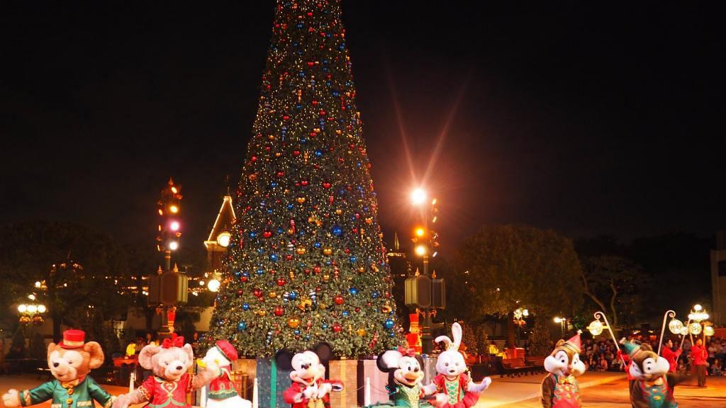 迪士尼朋友換新裝 日夜盡享白色飄雪聖誕