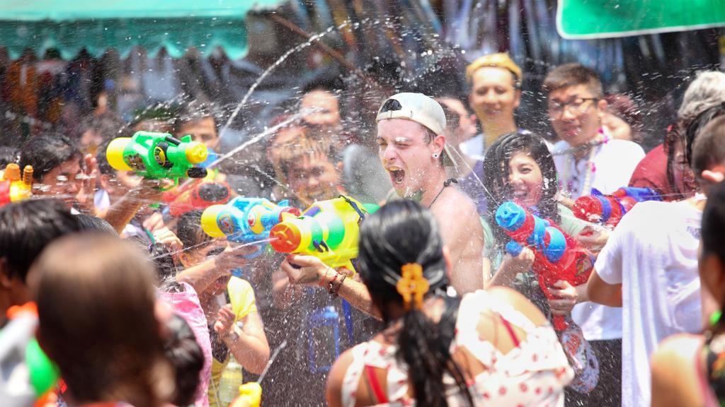 【荔枝角好去處】一連6日香港潑水節4月回歸!街頭水戰/泰國美食展/JJ Market