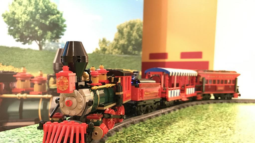 LEGO新推迪士尼火車站模型!米奇/高飛/大鼻鋼牙陪你搭火車