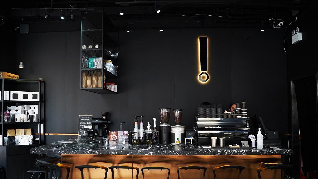 【旺角美食】旺角新開型格全黑Cafe 歎精品咖啡/梳乎厘班戟/手打牛肉漢堡
