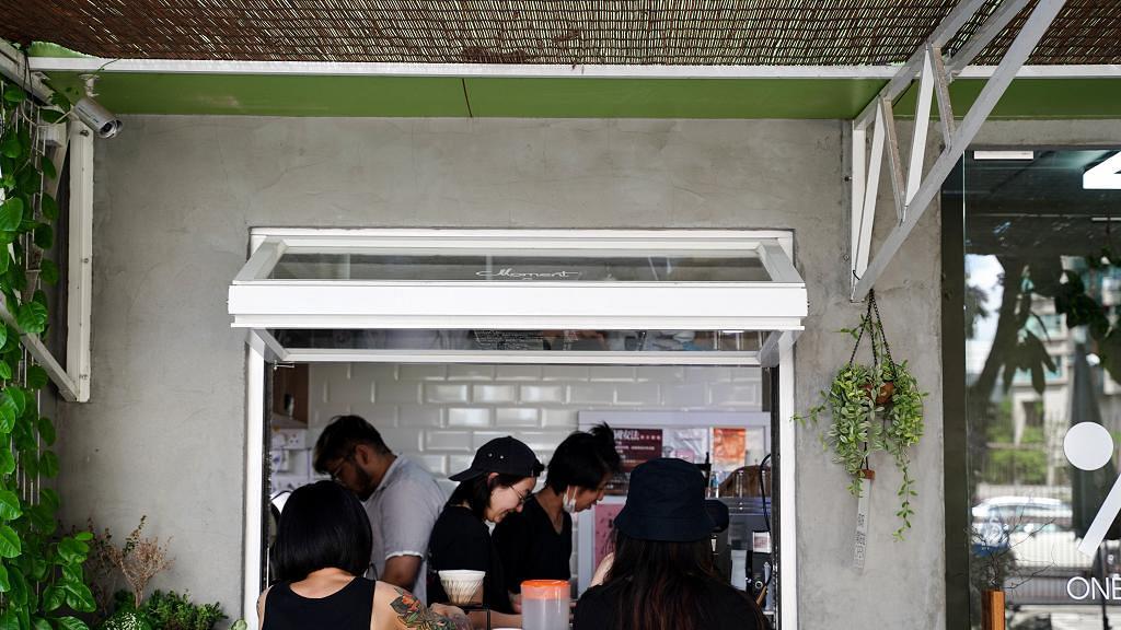 【元朗美食】元朗水泥牆簡約Cafe!牛油果泥/煙三文魚烤酸種麵包/精品咖啡