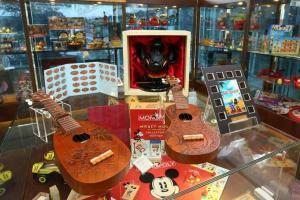 領匯樂富廣場的『領匯香港玩具博物館』強勢推出以迪士尼玩具達人為主題的玩具珍藏展,展出超過600件,由1930年至今不同年代生產的Disney Channel 6大卡通主題玩具。