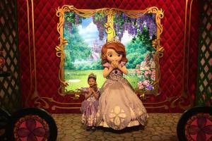 迪士尼全新皇室庭園!公主體驗包化妝整頭影相