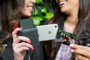 Prynt Pocket電話殻影出AR動態照片 手機變身即影即有相機!