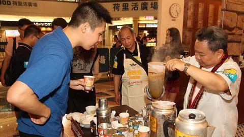 港式奶茶100歲!「全城金茶節」派奶茶