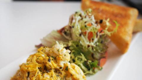周末限定早餐!油塘平民價黑松露炒蛋多士